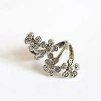 Dianice Chic Classic Flowers Pattern Alloy Women Finger Ring - US DinoDirect.com