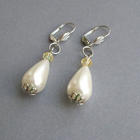 Pearl Drop Earrings by Periay on Etsy