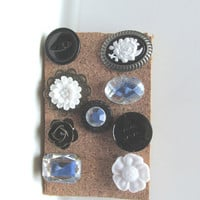 Black and White Push Pins