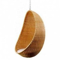 Hanging egg chair by Bonacina | Skandium