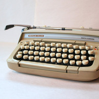 FREE SHIPPING // Working TYPEWRITER // Vintage by ACESFINDSVINTAGE
