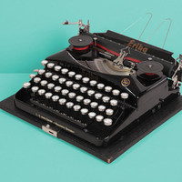 RESERVED /// 1933 Erika model 5 Typewriter. Restored and excellent working condition. Glossy black. Color selector. Portable. Elite font.