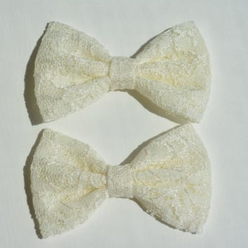 Small Hair Bow Set in Ivory Lace, baby bows, Bow clips, small fabric hair bows,hair bow, set of two