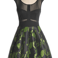Shakespearean Character Dress in Green - $69.95 : Indie, Retro, Party, Vintage, Plus Size, Convertible, Cocktail Dresses in Canada