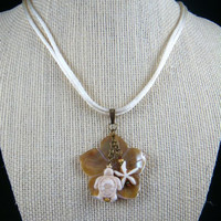 Sea Life Necklace - Caramel and Cream