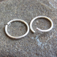 A pair of sterling silver seamless hoops