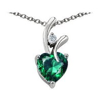 Original Star K(tm) Simulated Heart Shaped 8mm Emerald Pendant in .925 Sterling Silver
