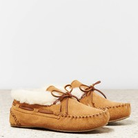 Minnetonka Chrissy Slipper | American Eagle Outfitters