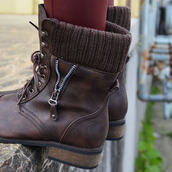 SZ 5.5 Castle Rock Brown Sweater Cuffed Combat Boot