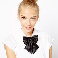 Johnny Loves Rosie Flare Bow Necklace
