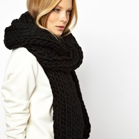 Monki Macy Super Chunky Knit Scarf