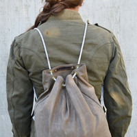 Waxed Canvas Croaker Sack in Truffle.