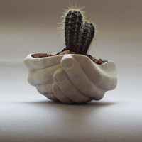 Porcelain planter - Folded Hands
