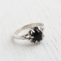 Vintage Sterling Silver Black Stone Ring - 1960s Size 7 1/4 Designer Vargas Jewelry / Flower Center