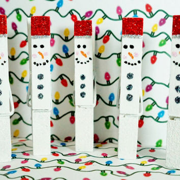 5 Clothespin Magnet Clips in Frosty the Snow Man Glitter. A TON OF OPTIONS!