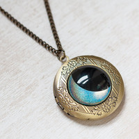 Hologram Moon Locket Necklace - Bronze