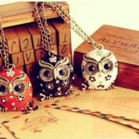 Cute Girl Vintage Retro Bronze Cute Owl Crystal Stud Necklace (Black)