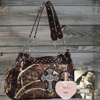 Realtree® Cross Handbag & Perfume Package