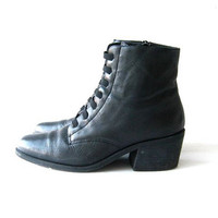 80s ankle boots. leather granny boots. black witches boots.