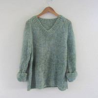 vintage loose knit sweater. light green // women's size M-L
