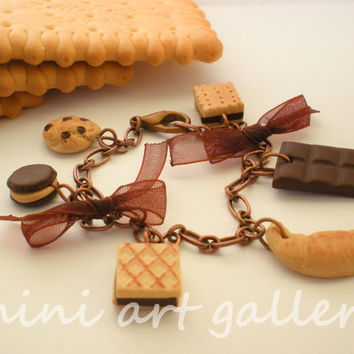 Miniature food charm bracelet polymer clay / copper chain / brown / biscuit - waffer - croissant - chocolate bar - cookie - macaron