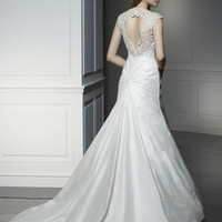 Beautiful 2009 Silk Wedding Dress with Embroidery Neckline  | Istareh.Com | Wedding Dresses White Wedding Dress, Formal Wedding Dress, Plus Size Wedding Dress, Strapless Wedding Dress